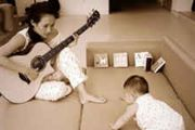 章子怡对醒醒弹吉他 要培养下一个汪峰嘛?[图]