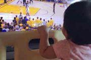 贾静雯女儿看NBA总决赛 ??1秒变铁杆小球迷[图]