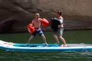 【发现最热视频】卧槽太会玩了!河里打拳击!
